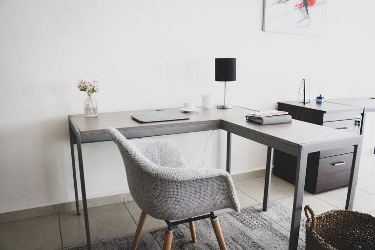 Jakie biurka najlepiej kupić do domu?